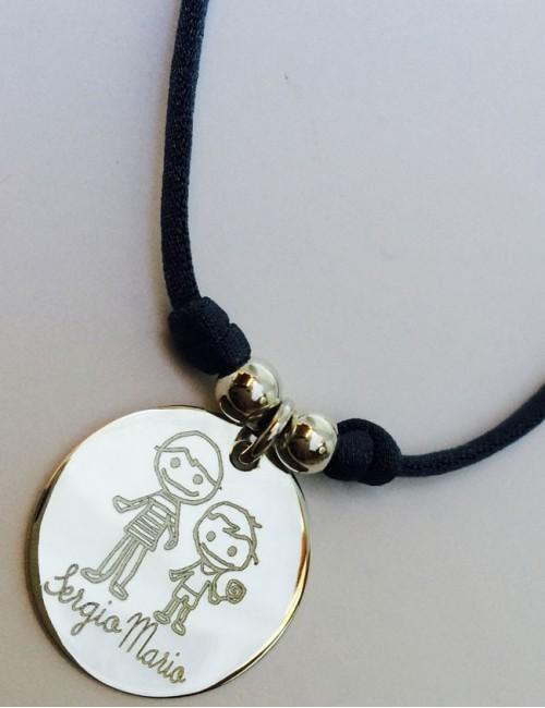 Cordón elástico seda con medalla plata grabada con foto o texto. Una cara o dos caras azul marino