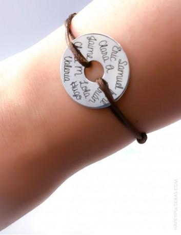 pulsera plata grabada con donut y cordón encerado de colores. Regalos para profesores con estilo a buen precio.
