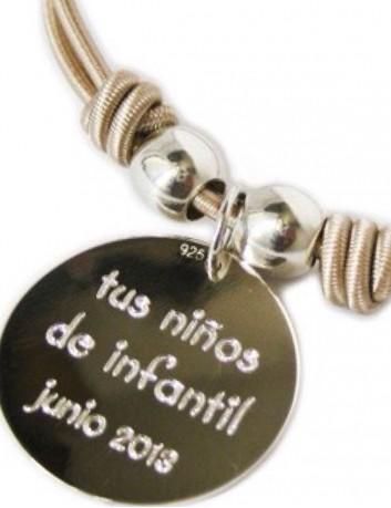 collar gargantilla elástico seda con medalla de plata de 25 mm grabada a ambas caras.