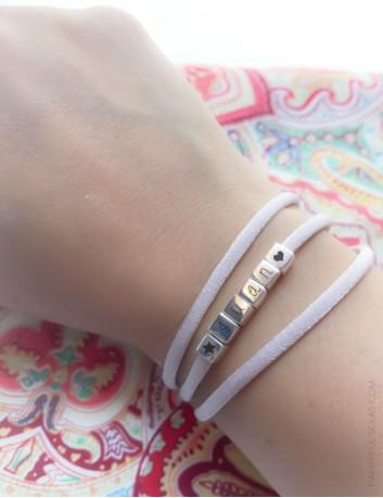 pulsera plata con el nombre grabado en el color que más te guste, graba lo que quieras, color rosa palo