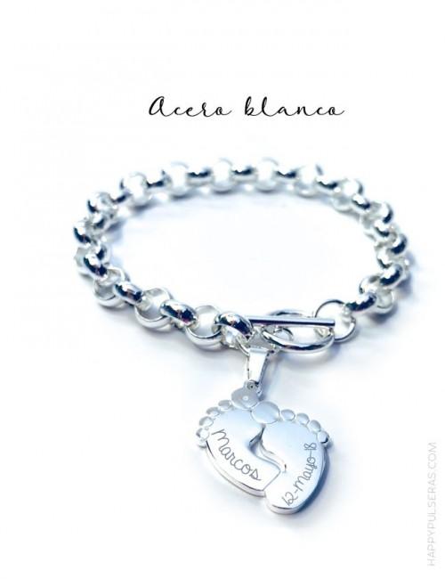 pulsera de acero blanco baño plata cadena rolo con pies de bebe  grabados con nombres, fechas