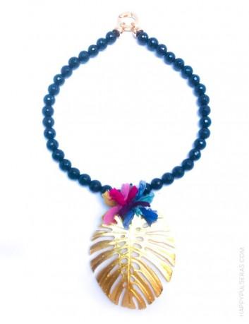 jewelry online madrid collar piedras naturales con hoja de palma dorada y pompón de seda de colores. En negro y morado oscuro