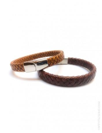 regalo para hombre pulsera de cuero con estilo personaliza con nombre en cierre. Varios anchos, varios colores de cuero.