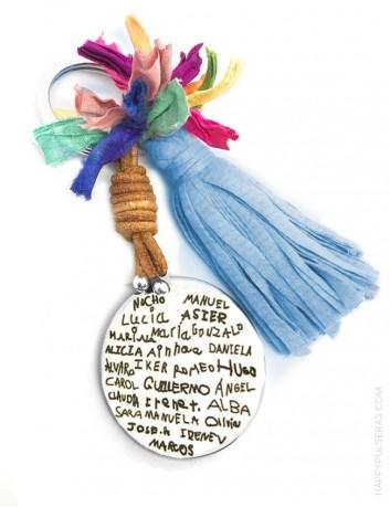 llavero de acero grabado con los nombres de los niños escritos por ellos mismo. Regalo genial para profesores