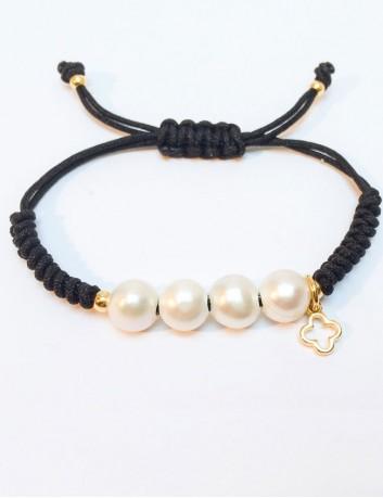 pulsera perlas con mini cruz griega en baño oro con cordón de macramé en color negro o marrón chocolate