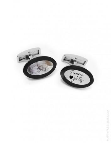 Gemelos personalizados para grabar una foto y una dedicatoria. Gemelos acero con ribete negro.