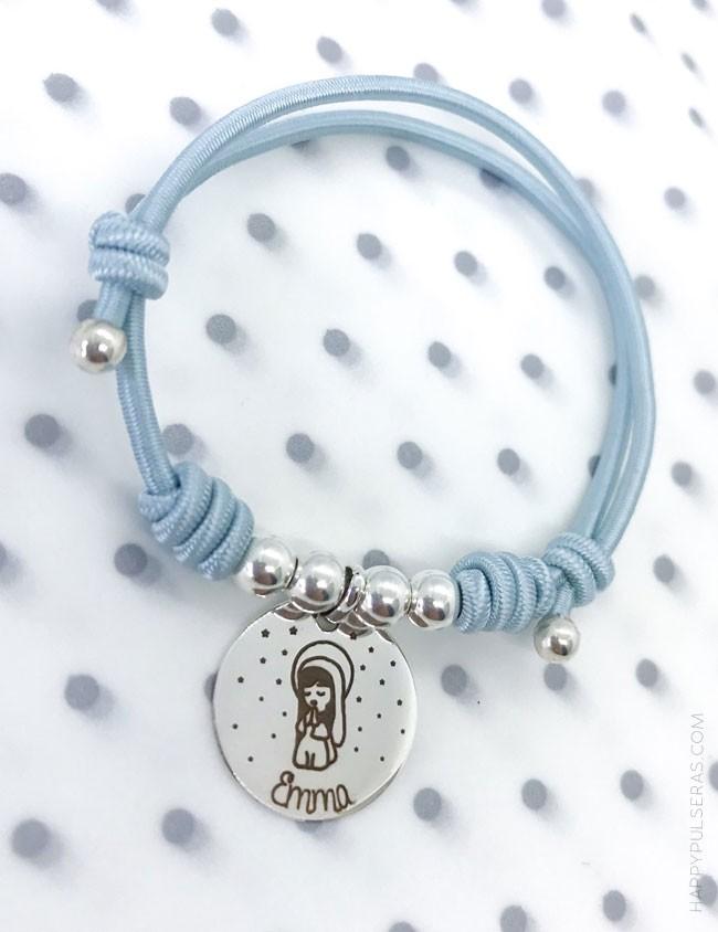 Pulsera de plata primera comunión con virgencita y nombre. Regalo original personalizado para niña. Muchos colores a elegir.