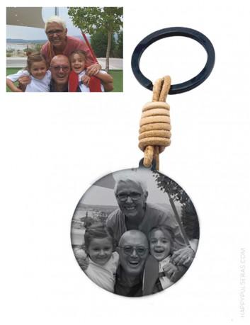 llavero de titanio grabado con tu foto preferida. Llaveros Fotograbados una idea genial para regalar.