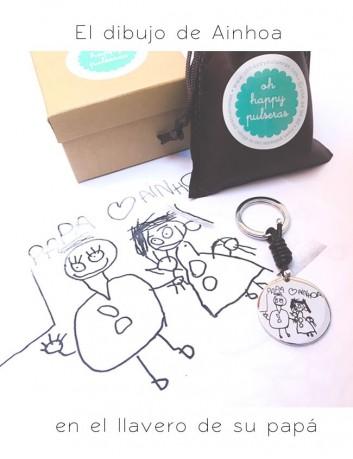 llaveros de plata con el dibujo de tu hijo grabado, o el nombre escrito a mano.