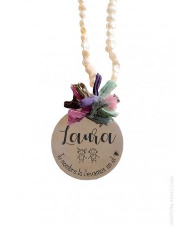 Regalos Navidad con medallas con tu nombre. Personaliza con tu nombre tu collar de perlas.
