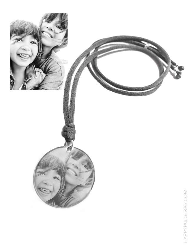 colgante con medalla de plata para grabar tu foto favorita. Regala recuerdos- Happypulseras.com