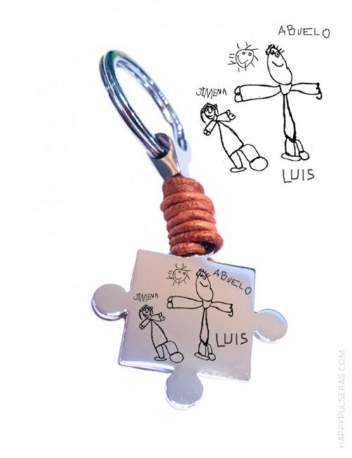 Ideas de regalos para abuelos, dos llaveros en pieza de puzzle personalizados para regalar a los ★abuelos