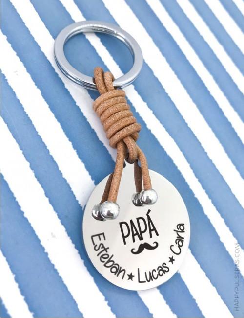 Llavero personalizado papá de acero y cuero de happypulseras donde podrás grabar la dedicatoria.