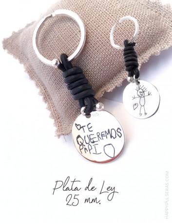 llavero de cuero y medalla de plata grabada con el dibujo de tu hijo. Happypulseras.com