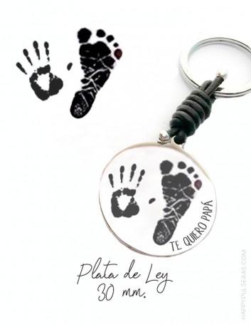 llavero personalizado para papá grabado con huellas de manos y pies. Happypulseras.com