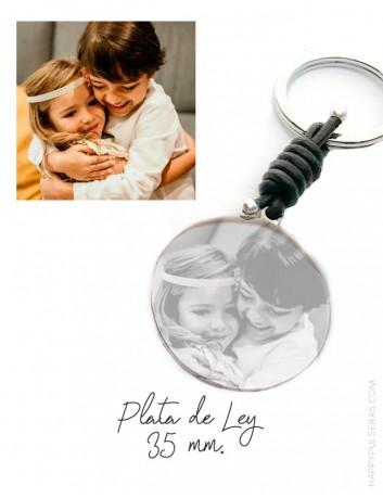 llavero de plata y cuero grabado con una foto- Regalos con sentimiento- Happypulseras.com