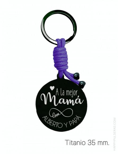 llavero personalizado para mamá con dedicatoria grabada y cordón náutico a color. happypulseras
