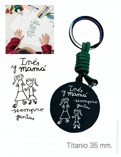 llavero personalizado para mamá con medalla de titanio de 35 mm. grabada con dibujo- Happypulseras