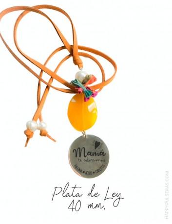 Collar personalizado para mamá grabado con dedicatoria diseñado por happypulseras.com