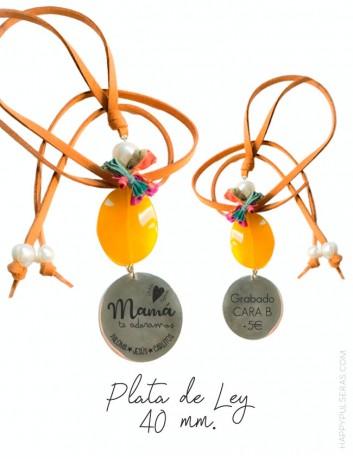 colgante personalizado para mamá con medalla de plata grabada y piedras naturales con dedicatoria