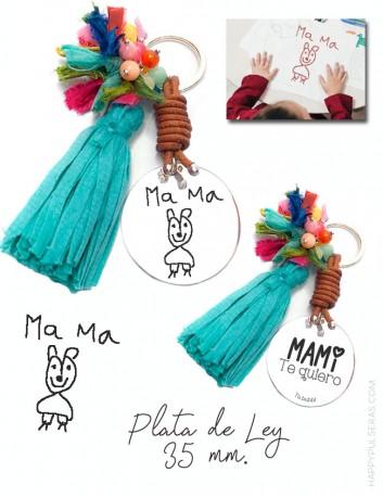 Llavero pompón personalizado para mamá con medalla de plata grabada con un dibujo Happypulseras