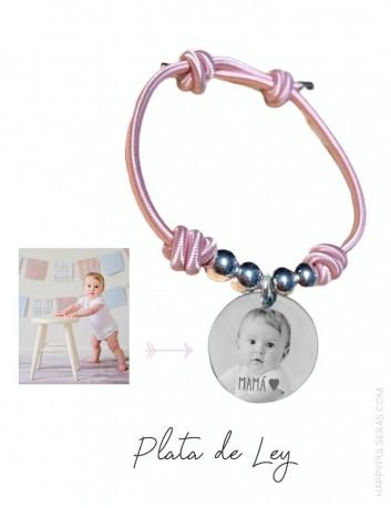 pulsera para mamá elástica con medalla de plata grabada con una fotografía. Happypulseras