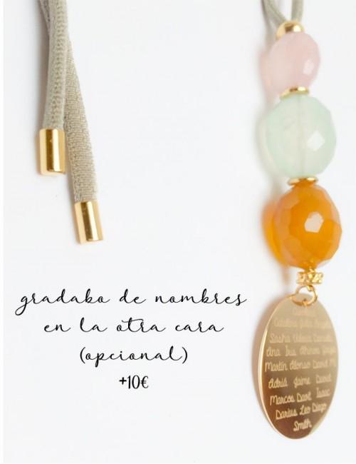 collar con cordón elástico seda con medalla de 40 mm baño oro para grabar nombres o frases.