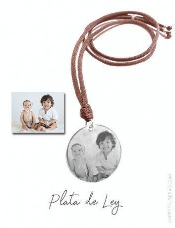 Colgante para mamá grabado con medalla de plata de 25 mm. para grabar una foto de su hijo.