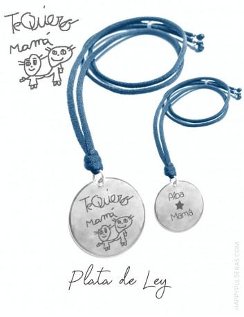 Colgante de plata personalizado para mamá grabado con un dibujo de su hijo. HAPPYPULSERAS