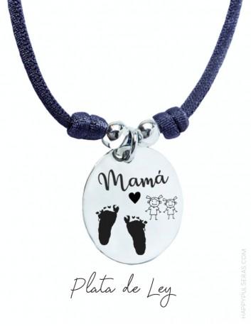 colgante medalla de plata personalizado para mamá con huellas grabadas de pies o manos- Happypulseras.com