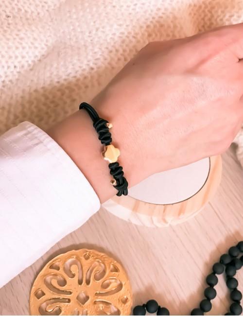 Pulsera cruz en dorado o plateado para elegir el elástico que más te guste. Happypulseras.com