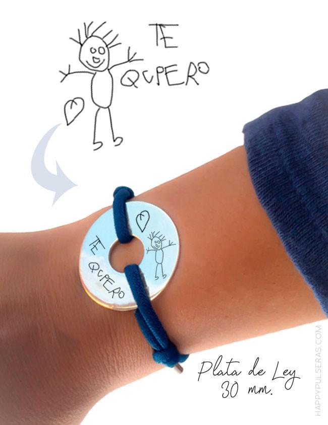 Pulsera de plata con medalla donut grabado con un dibujo hecho a mano. Happypulseras.