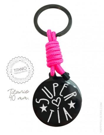 Llavero de titanio negro grabado con dedicatoria- Color rosa fucsia- 40 mm. Happypulseras