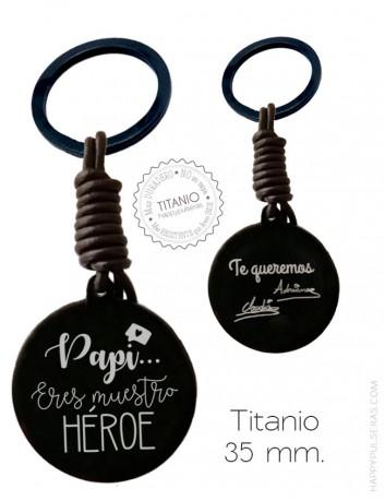 Llavero para papá de titanio y cuero personalizado con la dedicatoria que te guste y escrito a mano. Happypulseras.com