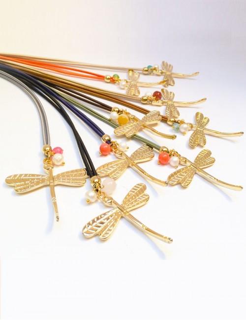 Collares libélula dorados con cordón elástico de colores, Elige color. Colgante de la suerte.