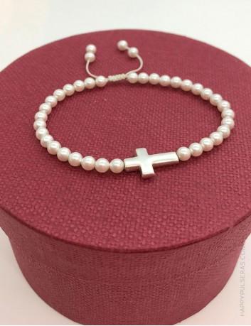Pulsera de perlas TOP VENTAS en Happypulseras, con cruz de plata para personalizar.