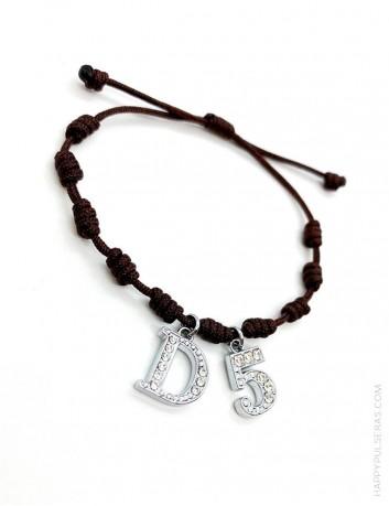 Pulsera amuleto con nudos de la suerte en color marrón chocolate y con 2 iniciales, Super oferta en Happypulseras