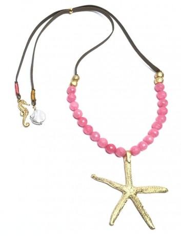 collar estrella de mar dorado con bolitas rosa y caballito de mar