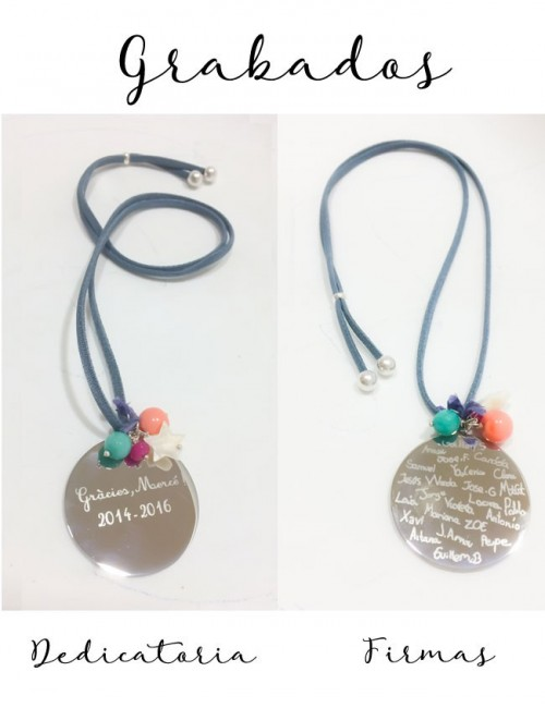 regalo original cordón seda con medalla para grabar dedicatoria profesores y firmas de todos los alumnos
