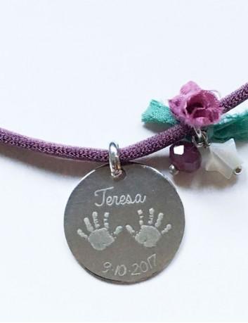 cordon seda con medalla de 20 mm para grabar lo que quieras. Medalla de nacimiento. Regalo bebé.