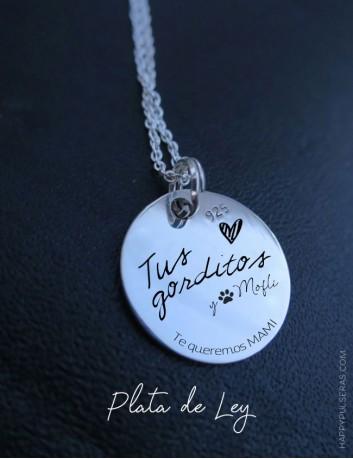 Medalla de plata personalizada con grabados personalizados en Happypulseras- Regalos especiales.
