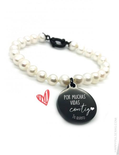 Pulsera de perlas con medalla para personalizar con tu mensaje- Grabamos tu dedicatoria- Happypulseras