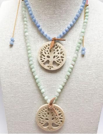 collar árbol de la vida en acrílico color hueso, con piedras naturales en tonos pastel. Collares con estilo Madrid y Valladolid.
