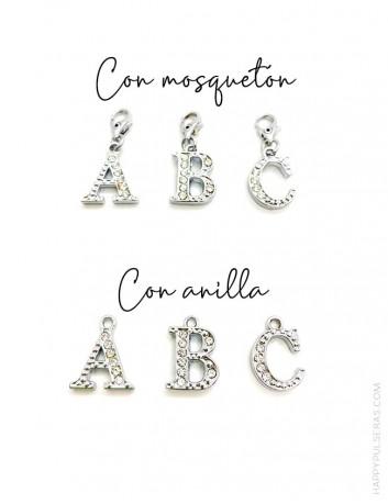 Añade un charm con forma de Huella perrito para decorar tu pulsera, elige con mosquetón o arete... Happy