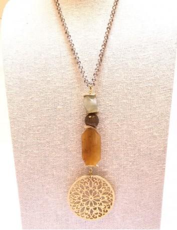 collar rosetón dorado con piedras naturales y entrepiernas doradas