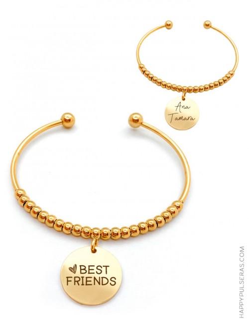 Pulsera dorada bolitas con medalla dorada para grabar un mensaje en cada cara.