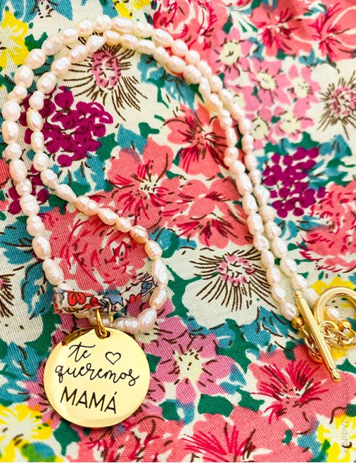 Collares de perlas clásicos con medalla dorada para hacerlo único con los grabados de Happypulseras