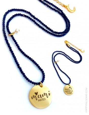 Collares de piedras naturales pequeñas azules con medalla dorada grabada a dos caras- Happypulseras