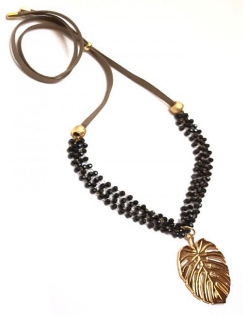 collar con colgante de hoja de palma dorada con minicristales en negro