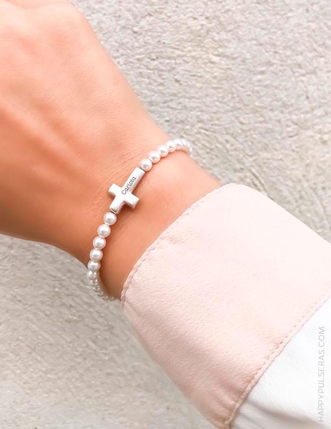 Pulsera mini perlitas con cruz de plata elástica, grabada con tu nombre y fecha o palabra- Happypulseras